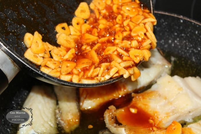 Bacalao al ajillo con pimentón 5